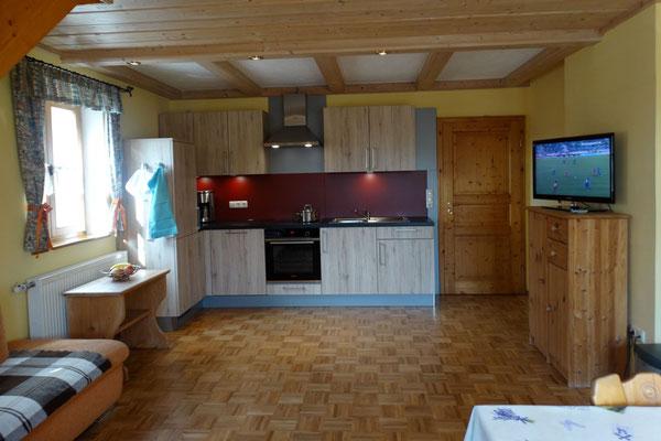Ferienwohnung Hofblick - großer, gemütlicher Wohnraum mit moderner, neuer Küche