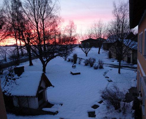 Unser Hof in winterlicher Abendstimmung