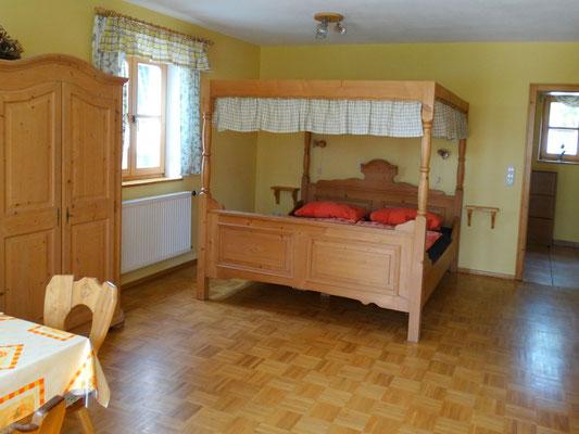 Appartement Himmlisch - Wohn- und Schlafraum mit Himmelbett