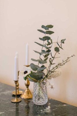 Klarglas Vase mit Karorelief, 3 €