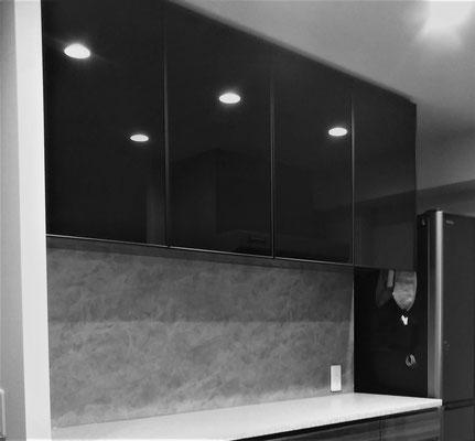 ブラックガラス 食器棚 吊棚 オーダー家具