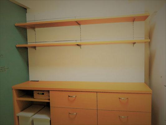 キッチン収納 木目柄の家具 飾棚 カップボード