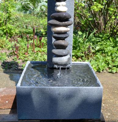 Detailansicht Wasserbecken quadratisch