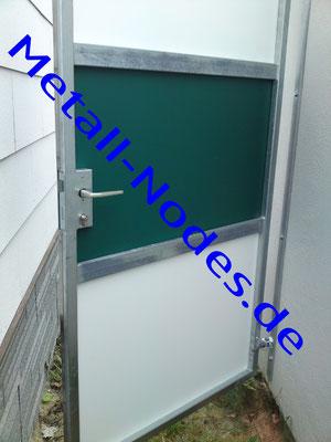 Türe mit Trespa Platten in Weiss und Grün
