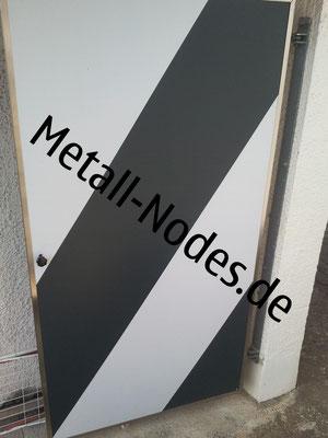 Türe mit Trespa Platten in Weiss und Grau