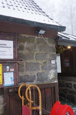 Zur Einkehr bei Glühwein oder Kaffee kann der Schlitten direkt vor der Tür geparkt werden.