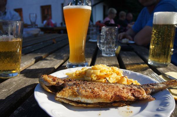 Frische Forellen, knusprig gebacken mit Bratkartoffeln sind die Spezialität in der Vesperstube Hottenbacher Hof. (©odenwaldlust.de)