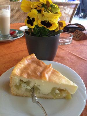 Die riesige Auswahl an selbstgemachten Torten und Kuchen macht die Auswahl schwer!