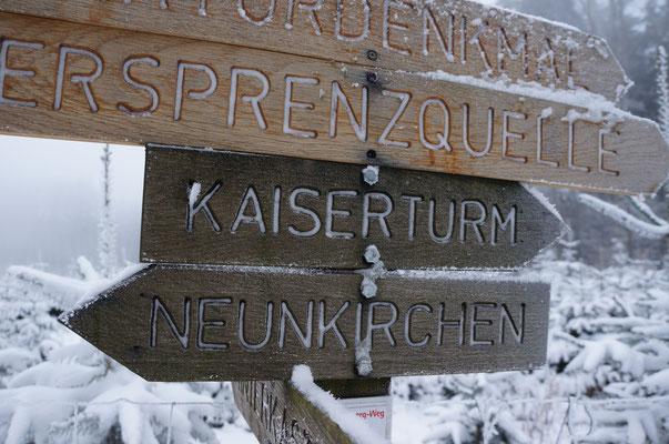 Rund um den Kaiserturm gibt es wunderschöne Winterwanderwege.