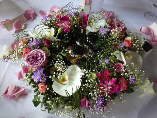 Hochzeitsfloristik - Tischdekoration Orchideen lila