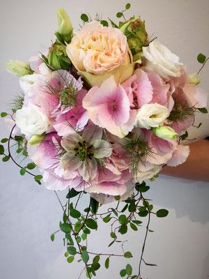 Hochzeitsfloristik - Brautstrauß rosé
