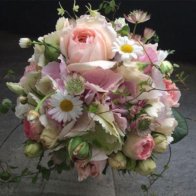 Hochzeitsfloristik - Brautstrauß rose