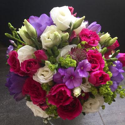 Hochzeitsfloristik - Brautstrauß rot/lila