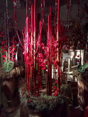 großes Adventsgesteck rot