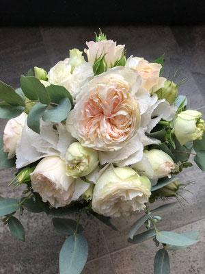 Hochzeitsfloristik - Brautstrauß weiss creme