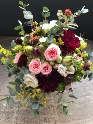 Hochzeitsfloristik - Brautstrauß dunkelrot