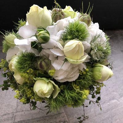 Hochzeitsfloristik - Brautstrauß grün weiss