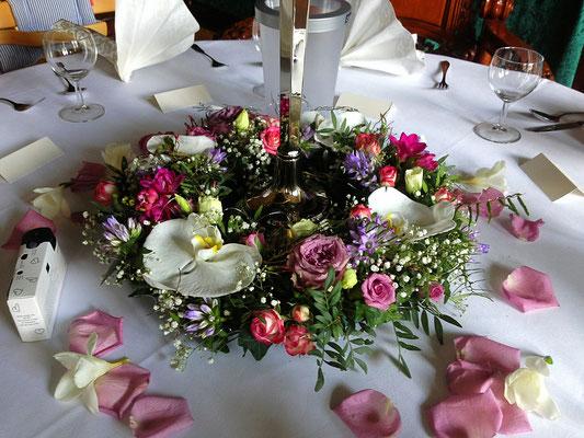 Hochzeitsfloristik - Tischdekoration lila