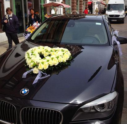 Hochzeitsfloristik - Autogesteck Herz