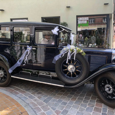 Hochzeitsfloristik - Brautwagen