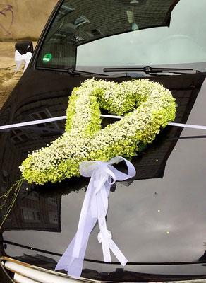 Hochzeitsfloristik - Autogesteck grünes Herz