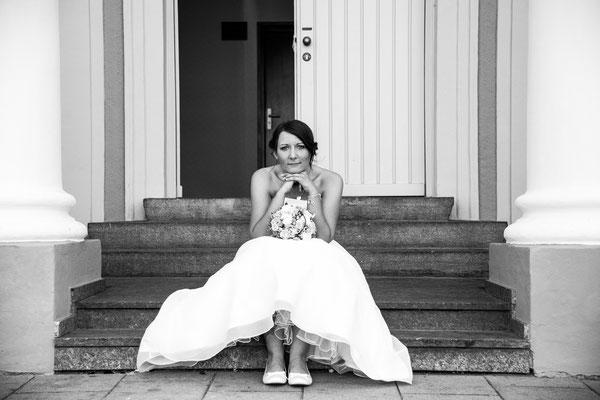 Braut auf der Treppe, Standesamt München