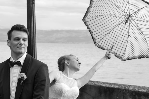 Braut mit Schirm, Hochzeitsfoto