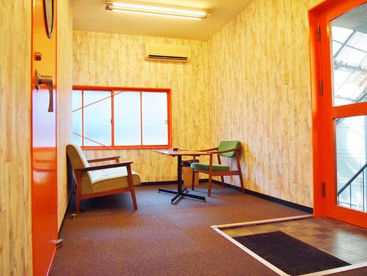 2Fの待合室~次のレッスンまでゆっくり休んだり練習したりしていて下さい