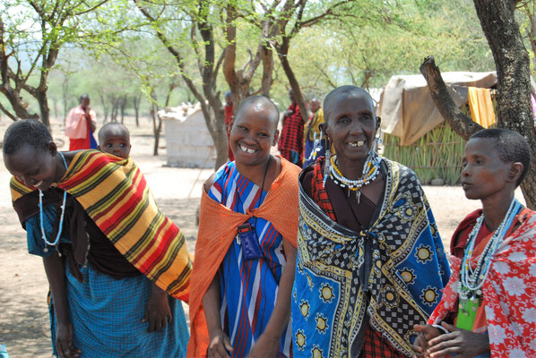 Massai Frauen in Kambi ya Chooka Tansania