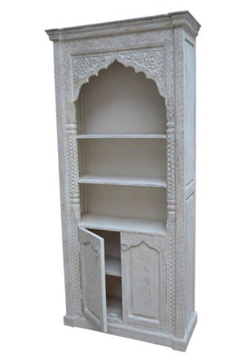 Oosterse meubelen met uniek houtsnijwerk
