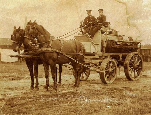 Klaas Wiersma (links) en Piet Klumper, de paarden heten Prins en Miena