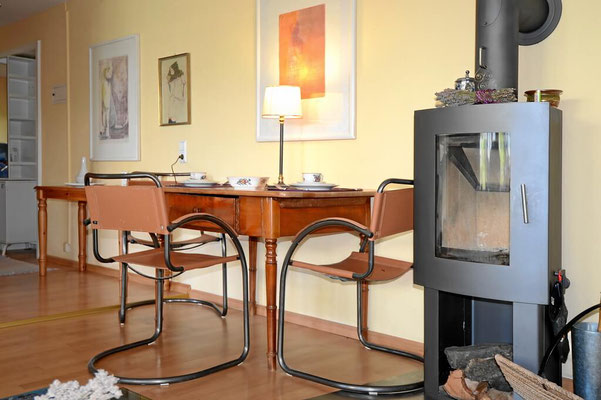 Schreibtisch und Kamin