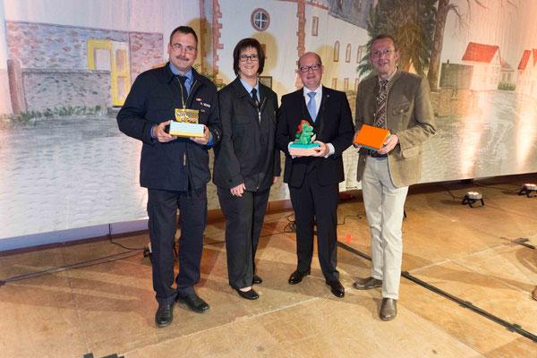 Gemeindebrandinspektor Roland Bender, Festpräsidentin Sabrina Reitz, Bürgermeister Rouven Kötter und Landrat Joachim Arnold (v.l.)