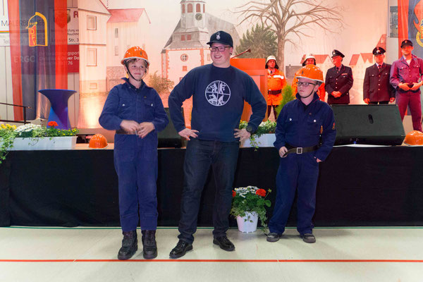 Modenschau 125 Jahre Feuerwehrbekleidung in Södel