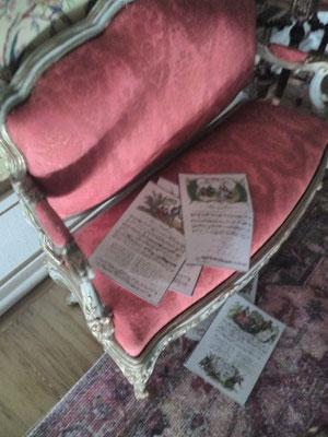 ...ups, da sind die Liederblätter  vom Sofa gefallen...