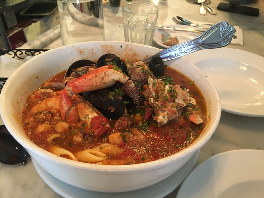 The Best Damn Crab Cioppino in San Fransisco! 🦀🐠🐚