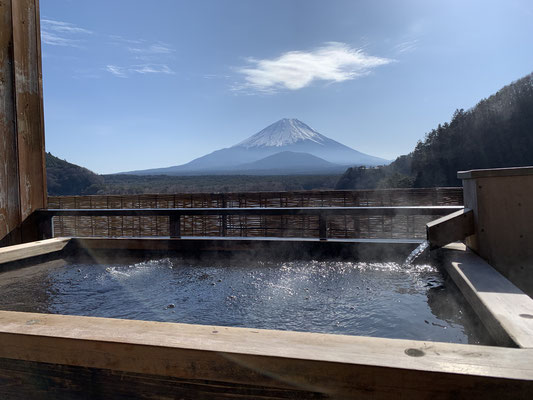 Onsen with Fujisan view