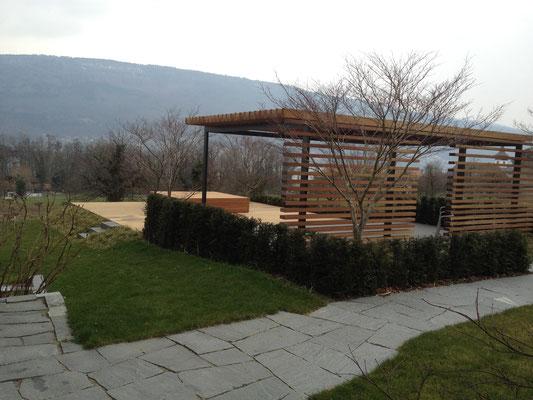 Beau jardin avec bain à remous CalderaSpas