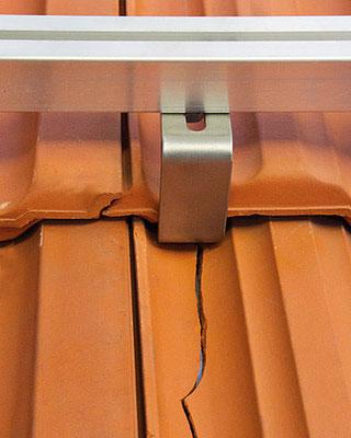 Gebrochener Dachziegel Dachhaken Solaranlage