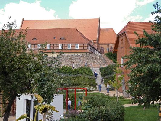 Musterkleingärten am Weingarten - Blick vom Regionalmarkt Richtung Kloster