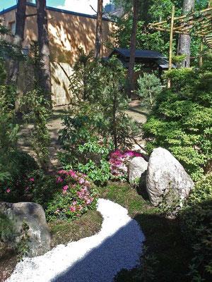 Kleiner Steingarten am Teehaus