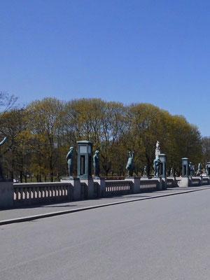Skulpturen auf der Brücke des Lebens