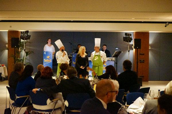 Thomas Kehr 1. Vorsitzender, Markus Schmidt 2. Vorsitzender und Evelin Schiller begrüßten die Gäste und eröffneten das Buffet.