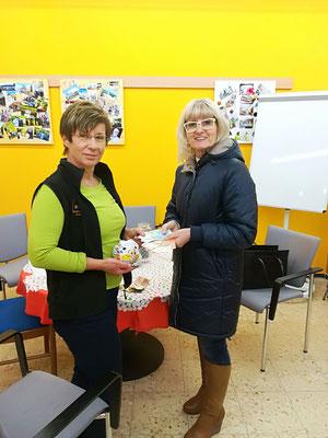 Während des Abnehmduelles wurden insgesamt 82€ Strafe von den Teilnehmerinnen bezahlt. Der Beitrag wurde von der Chefin Blanka Gubo-Altreiter verdoppelt und an den Sozialmarkt Freistadt übergeben.