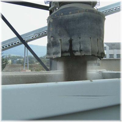 LKW-Beladung - Staubbindung im inneren der Glocke