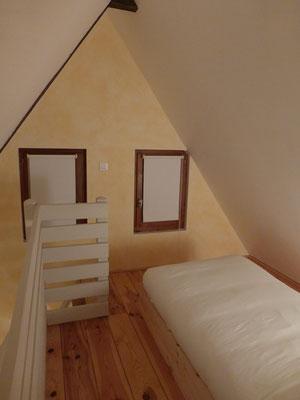 La mezzanine de la chambre Vanille avec son lit simple