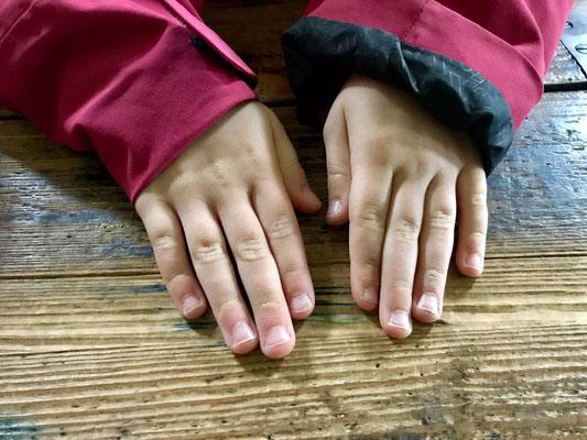 Fingernagelkontrolle vor Schulbeginn