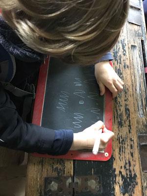 Schreibübungen auf der Schiefertafel