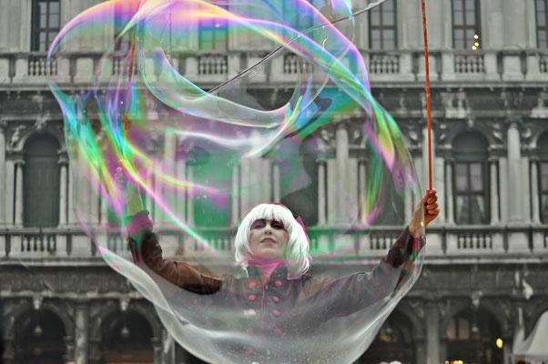 Il mondo all'interno di una bolla di sapone