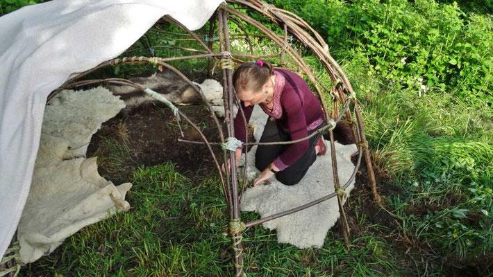 die Schwitzhütte gemeinsam aufgebaut